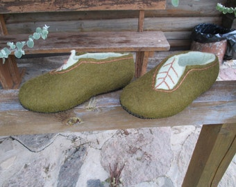 Felted wool women slippers /  Handmade house shoes- leaves   /wool clogs Gift for her  Mothers day gift