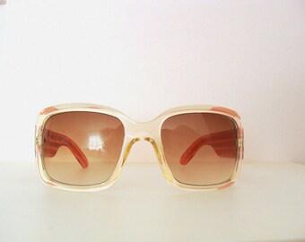 Retro 70's Striped Square Sunglasses / Frame Plastic / Translucent