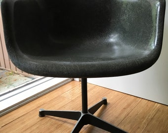 1957 Eames Herman Miller Fiber Glass PSC Swivel Chair