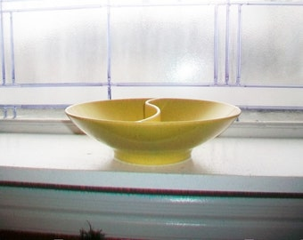 Vintage 50s Kenro Holiday Divided Dish Speckled Yellow Melmac