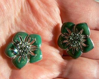 Sweet Small Vintage Green Enamel & Peridot Rhinestone Flower Clip Earrings (J-16-506)