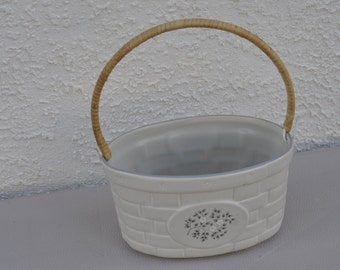 Pfaltzgraff Heirloom Handled Basket