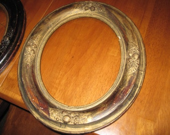 Vintage chippy shabby wooden picture frames oval