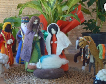 Needle felted Nativity 13 piece, Manger 13 pieces, needle felting, handmade, felted sculptures, sheep wool