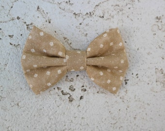 Tan clip on bowtie