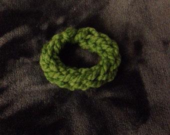 Chunky knit bracelet, green bracelet, chunky jewelry, knit jewelry, handmade bracelet