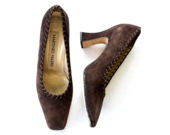 Brown suede pumps with a louis heel SIZE 7 B