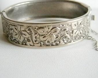 Silver Tone Flower Floral Wide Bangel Bracelet With Clasp