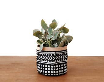 Black Xunantunich Fabric Planter - XSM