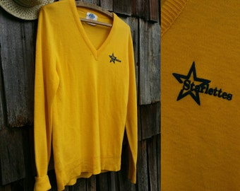 Mustard yellow sweater 1970s vintage sweatshirt V neck sweater Star print Thin sweatshirt