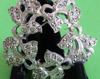 Marcasite Look Daffodil Flower Brooch in Silver Tone