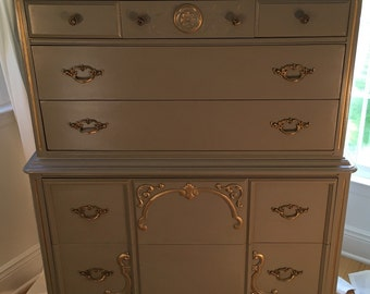 French Light Gray Dresser/Gray Painted Dresser/Chest of Drawers/Chest/Tall Boy/Dresser/Vintage