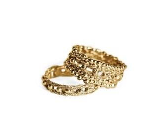 18K yellow gold Fates wedding rings