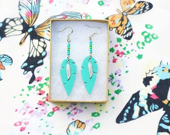 """boucles d'oreille """"plum's"""" - plumes en cuir véritable découpé main - Cuir Menthe / Mint - plume argent - style amérindien  - bijoux d'été"""