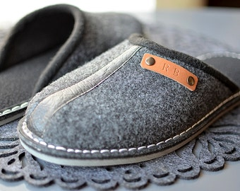 Personalized Gray felt slippers, man slippers, man shoes, man indoor shoes. Engraved slippers!