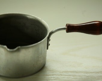 Aluminum melting pot with wood handle - pouring pot for melting chocolate sauce -