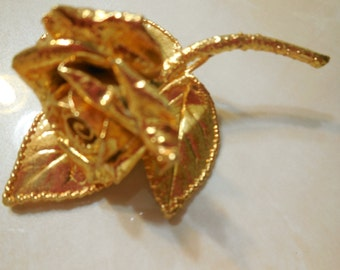 Gold Tone Rose Brooch