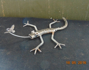 metal sculpture Gecko