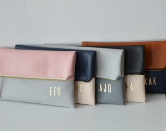 Set of 5 Personalized Clutches / Bridesmaids Gift / Monogrammed Clutch Purses