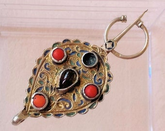 Berber pin of enamel and coral beads