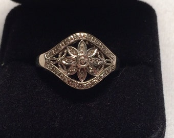 Vintage 10k white gold with diamond flower
