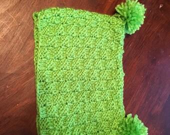 Pom pom baby hat green