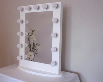 Deluxe Hollywood Lighted Vanity Mirror w/ Side Outlet