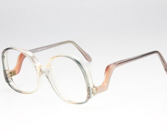 Very seventies. Oversize shape. Original brand Sofia Loren eyewear. Never used. Funny temples and pearl effect color.