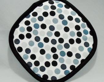 Pot holder in black spot design