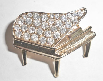 Adorable petite vintage goldtone grand piano musical instrument figural brooch with clear rhinestones