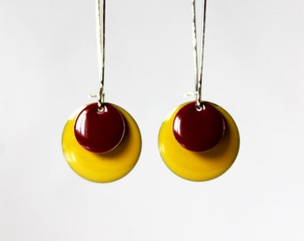 Long earrings enamelled sequins banana yellow and plum