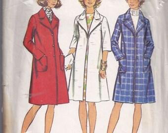 Misses' and Women's Coat Pattern/ Patron de manteau pour femme - 1970s