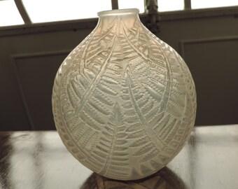 """Vase """"Espalion"""" signed r. Lalique (1927-31)"""