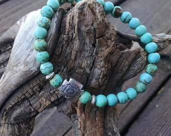 Southwestern  turquoise/magnesite beaded bracelet