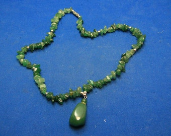 RESWERVE FOR KAIVintage Green Jade Chip Necklace With Drop