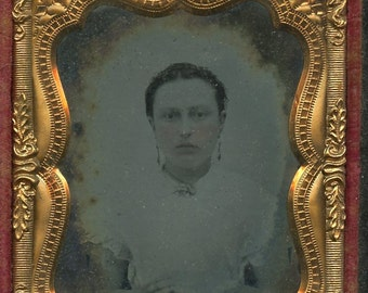 Full case ambrotype of a woman  (792)
