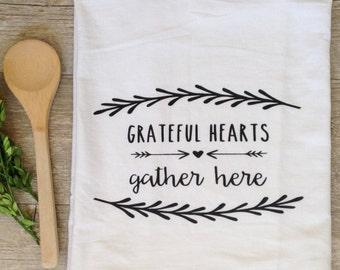 Tea Towel -  Grateful Hearts Gather Here Thanksgiving Home Decor Flour Sack Kitchen Towel Autumn Fall Holiday Farmhouse Decor