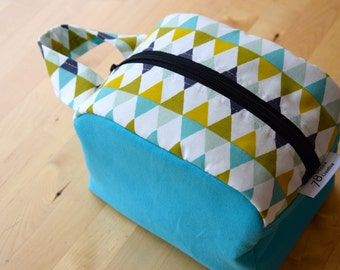 Toiletry Case / Cosmetics Bag Triangles