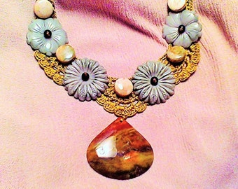 beautiful crocheted necklace