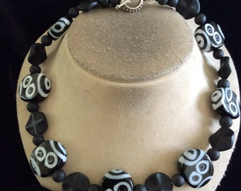 Vintage Chunky Black & White Glass Beaded Toggle Necklace