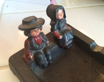 Vintage Wilton Cast Iron Ashtray with Amish /Boy/Girl Couple , Figures
