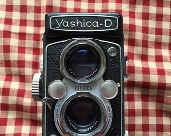 Yashica D TLR camera.