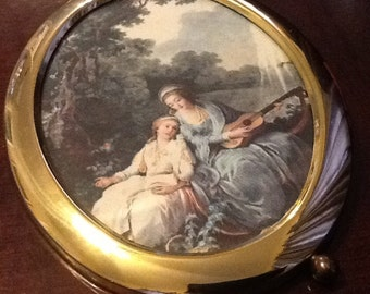 Oval picture frame with picture