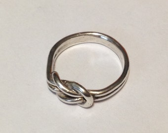 Sterling silver knot ring size 5 1/4