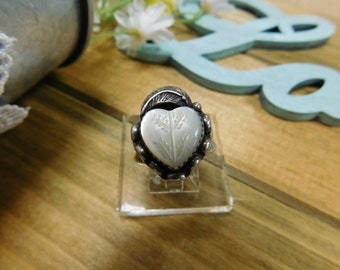 Beautiful Sterling Silver  MOP Heart Ring With Feather