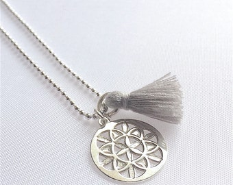 Short necklace in 925 sterling silver medal rosette and grey tassel