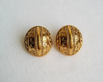 Vintage Gold Tone Stud Earrings.