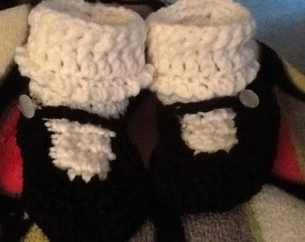 Crocheted Mary jane booties