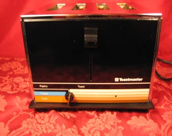 FREE SHIPPING! Toastmaster Vintage 4 Slice Toaster. Brought to you by UsefulRetro. Made in USA!