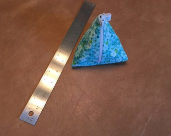 Blue flower triangle zipper bag